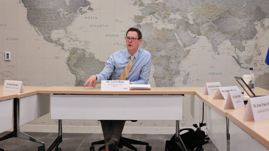Aaron Blake von der Washington Post im Gespräch mit den Stipendiaten